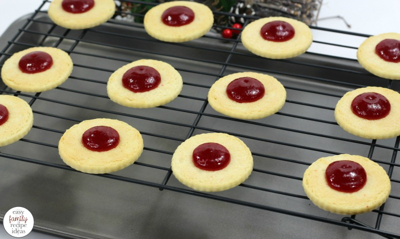 Cranberry Sandwich Cookies, Sandwich Cookies, Christmas Sandwich Cookies, These Cranberry Sandwich Cookies are sure to delight your taste buds. Make these for a holiday cookie tray, bake sale, or tea party, SandwichCookies with Jam are delicious!