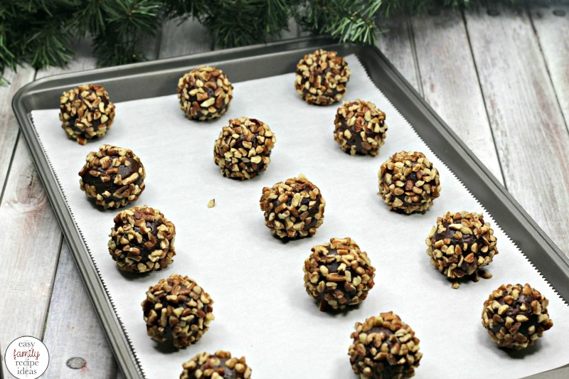 The Best Turtle Thumbprint Cookies, Turtle Cookies, These Turtle Thumbprint Cookies are on another level. So yummy, they make the perfect cookie for the winter holidays or any party tray. What could be better than chocolate and caramel in a little nutty bite. Chocolate Cookie Recipe