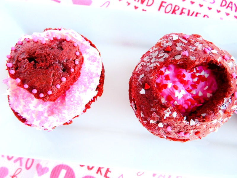 Easy Valentine's Day Cupcakes, These Valentine Cupcakes taste delicious, are easy to make, and who doesn't love pink and red cupcakes? These Easy Valentines Cupcakes all you have to do is a little bit of decorating and enjoy eating them.