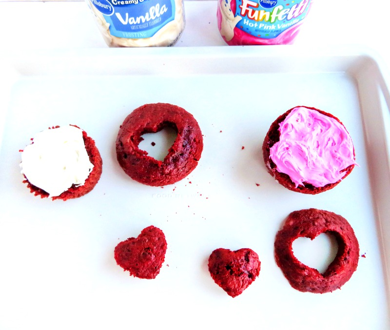 Easy Valentine's Day Cupcakes, These Valentine Cupcakes taste delicious, are easy to make, and who doesn't love pink and red cupcakes? These Easy Valentines Cupcakesall you have to do is a little bit of decorating and enjoy eating them.