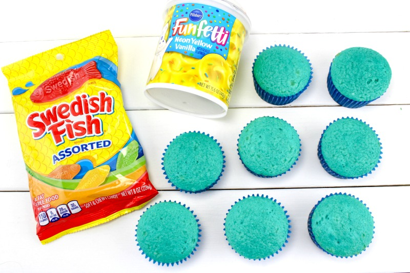 Easy Dr. Seuss Cupcakes for One Fish Two Fish Red Fish Blue Fish, Dr Seuss Birthday Party Food Ideas, So many great Dr. Seuss books and fun food ideas for a Dr. Seuss Birthday Party, Dr Seuss Party Food Ideas