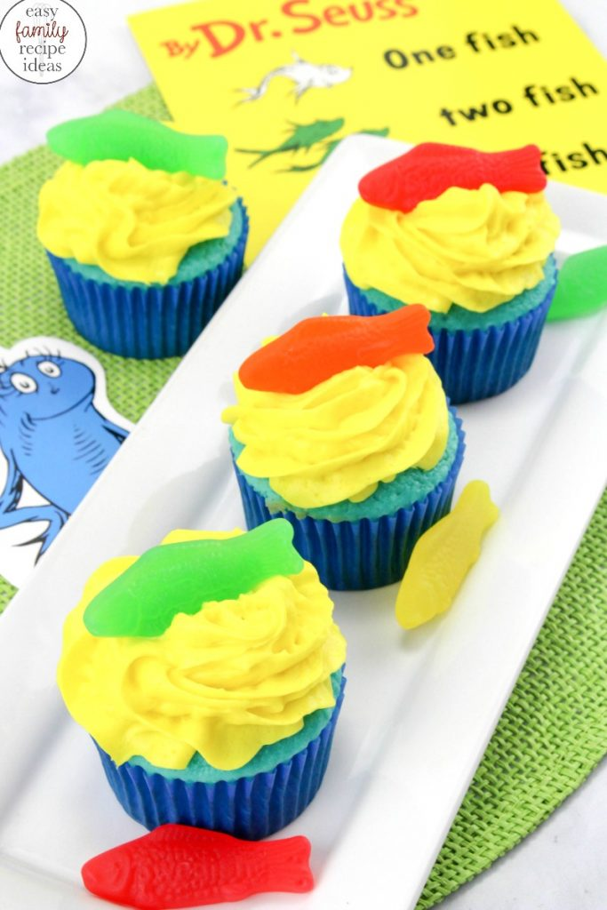 Add these adorable Dr. Seuss Snacks for a fun The Cat in the Hat Food Ideas. This yummy snack is perfect for a Dr. Seuss Theme or to celebrate Dr. Seuss Birthday. These Cat in the Hat treats are delicious and work out great for a Dr. Seuss party idea. Dr Seuss themed food, Dr Seuss Party Food, Dr. Seuss Birthday Party Ideas, Dr Seuss Party Food Ideas