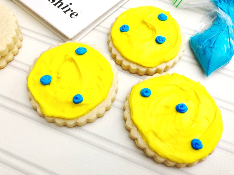 Dr. Seuss Cookies Put Me in the Zoo, You can find the best Dr. Seuss Fun Food & Craft Ideas for Kids here. These Dr. Seuss recipes are so much fun for kids, easy homemade cookies. Dr. Seuss cookies make a cute party idea, perfect for Read Across America or make these for a Preschool Dr. Seuss Snack.