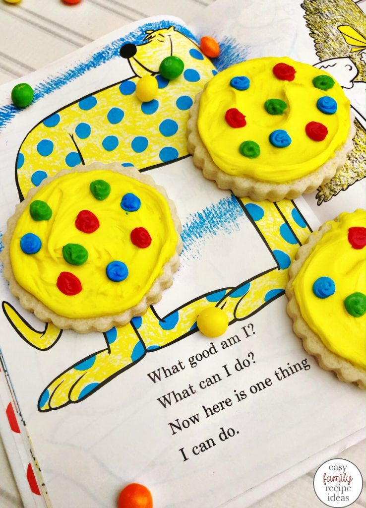 These are perfect Dr. Seuss food and snack ideas for a Dr. Seuss themed birthday party. Whether you are throwing a Dr Seuss party, looking for snacks for kids, or just love Dr. Seuss these Dr. Seuss Birthday Party Food Ideas are THE BEST. Dr. Seuss Birthday Party Ideas, Dr Seuss Party Food Ideas,