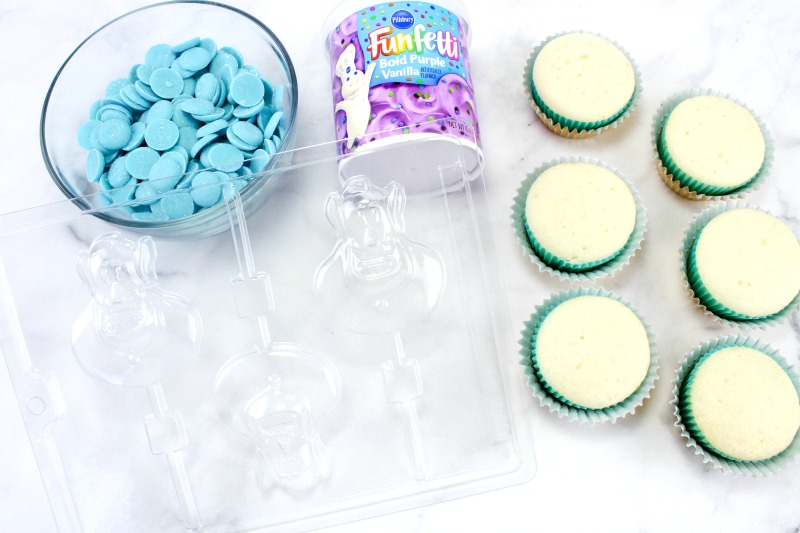 These easy to make Aladdin Cupcakes are perfect for any Disney obsessed family like us. Making Aladdin themed cupcakes only takes a few steps, and all the kids in the neighborhood will want to eat one. You'll Love The Disney Cupcakes and Disney Cupcake Ideas Here