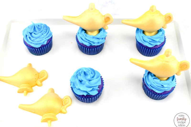 These Easy Aladdin Themed Cupcakes are perfect for anyone that loves Aladdin. If you are planning a fun Aladdin Arabian nights party these Aladdin Cupcakes are perfect with a delicious chocolate Aladdin cupcakes genie lamp, Disney Cupcakes Party food,