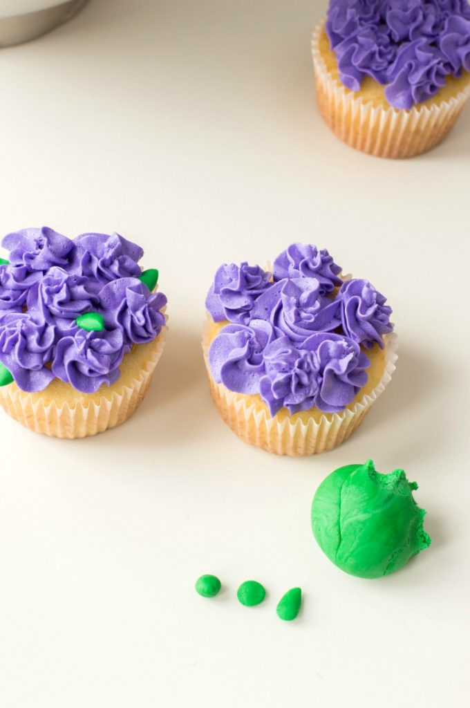 These lovely and Easy Flower Cupcakes are a perfect idea for birthdays, Mother's Day, and Easter. Flower cupcakes, floral cupcakes are perfect for spring, delicious flower cupcake ideas that everyone can make with easy cupcake decorating ideas