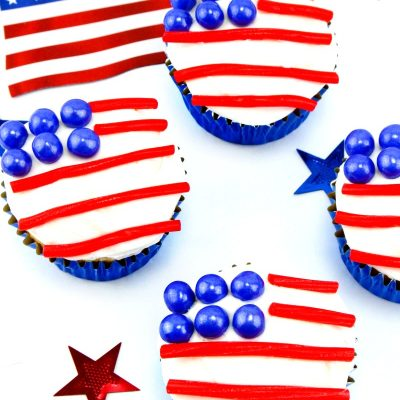 American Flag Cupcakes – Easy Patriotic Dessert
