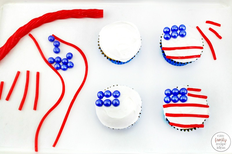 American Flag Cupcakes, Patriotic Cupcakes, Show your patriotic spirit by making red, white, and blue desserts. This American Flag Cupcakes Recipe is easy and fun to make! Perfect cupcakes for Memorial Day, 4th of July, Veteran's Day or a patriotic summer dessert!