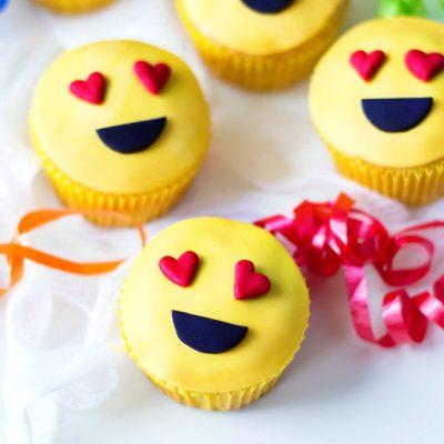 Emoji Cupcakes – Cutest Heart Emoji Cupcakes