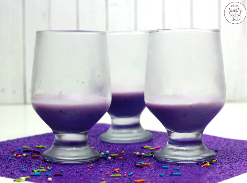 Unicorn Jello Cups, Everyone loves Jello Layered Cups they make a perfect party dessert. Delicious Unicorn Parfait for a Unicorn Party Food, Serve these Jello Snacks for your next Unicorn Birthday Party or for a special princess treat. The Best Unicorn Recipes