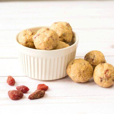 Strawberry Energy Balls – Easy No Bake Recipe