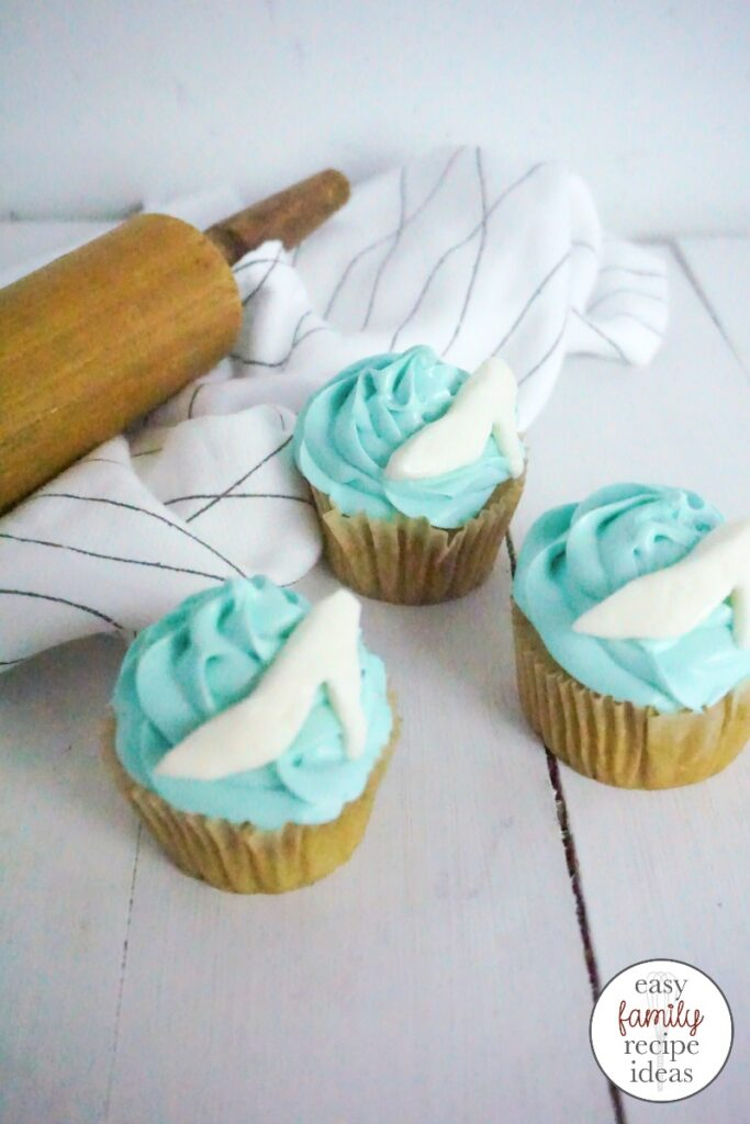 These Cinderella Cupcakes are delicious and easy to make. Perfect for a princess party or just to have as a fun Disney dessert. Easy and Cute Birthday Cupcake Decorating Ideas for your Disney Birthday Party. Serve these yummy cupcakes up while watching Cinderella with the kids they will love them.