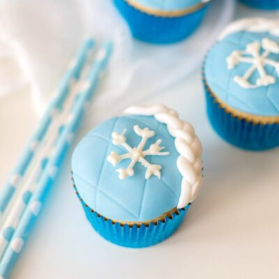 Frozen Cupcakes – Easy Elsa Cupcakes for a Winter Party