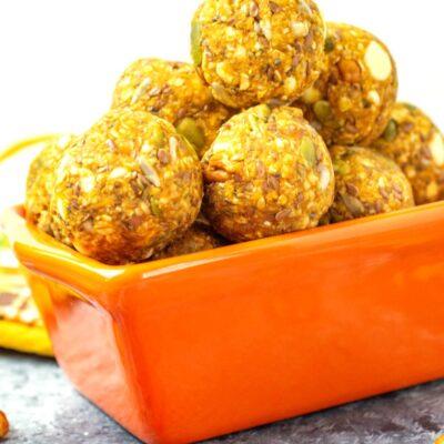 Pumpkin Spice Energy Balls – Healthy No Bake Pumpkin Energy Bites