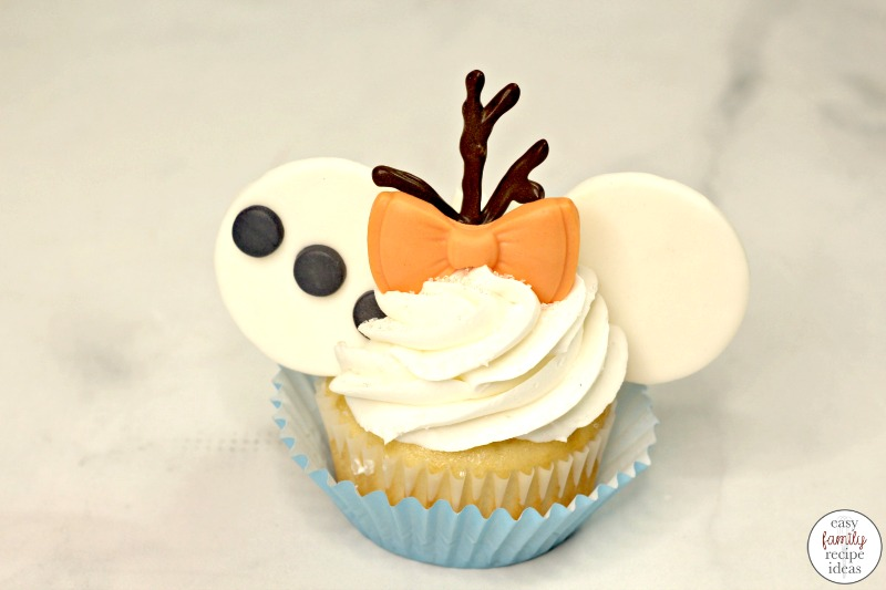 These Disney Olaf Cupcakes are so yummy. Have fun making and eating these adorable Disney cupcakes! Olaf Cupcakes are perfect for a Frozen Birthday Party Food. Every bite of this Frozen cupcake is so tasty, it's a really great treat to enjoy together as a family.