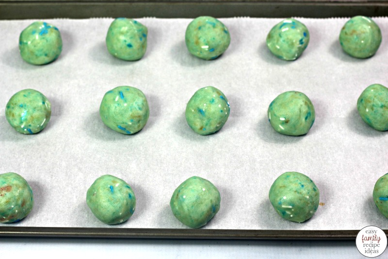 Frozen Themed Cake Pops, There's nothing more fun than throwing a Frozen themed party, and you'll definitely need a tasty snack for your friends and family to eat. So if you are having a Disney Movie Night or Princess themed party you need this Frozen Cake Balls Recipe and simple frozen themed party food ideas.