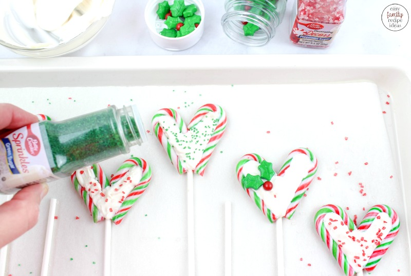 You're going to love these perfect Christmas Chocolate Lollipops! They're so simple to make and taste wonderful too! These Peppermint Chocolate Lollipops are a fun new dessert idea for the holidays. Make them for a Homemade Gift Idea or treat your family to a fun Christmas snack.