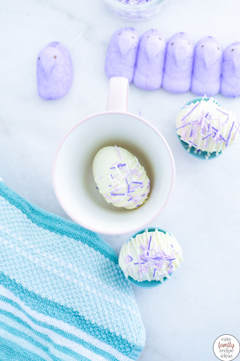 Simply place the delicious white hot chocolate Easter egg in a mug and pour hot milk over it. They'll burst open to let the marshmallow peep out for a tasty Easter treat. Easter Egg Peeps White Hot Chocolate Bombs for the win this holiday.